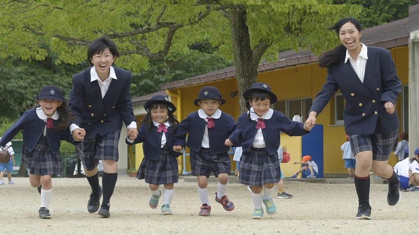 幼稚園バス添乗員