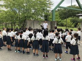 小学校 記念植樹(30.7)1