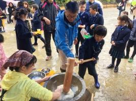 小学校 餅つき(30.12)1